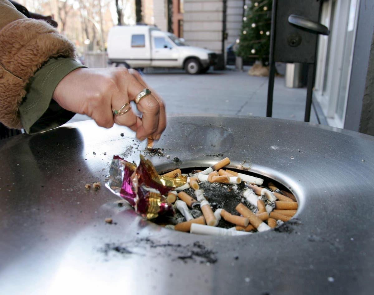Coronavirus, in Spagna divieto di fumo in strada e discoteche chiuse
