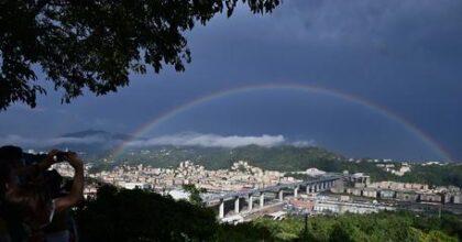 Genova, l'emozione di guidare sul ponte San Giorgio (nella foto, incorniciato dall'arcobaleno)