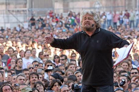 Social network, chiuderli per un anno o 2, altro che la democrazia informatica di Beppe Grillo (nella foto)