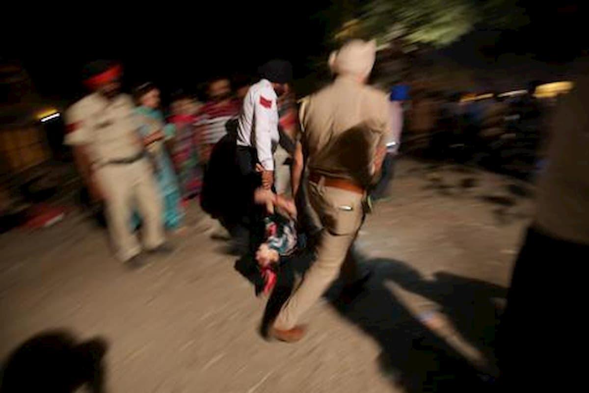 India, rifiuta di cambiare religione e sposarlo. Lui la violenta e la uccide