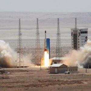 Iran presenta due nuovi prototipi di missili balistici