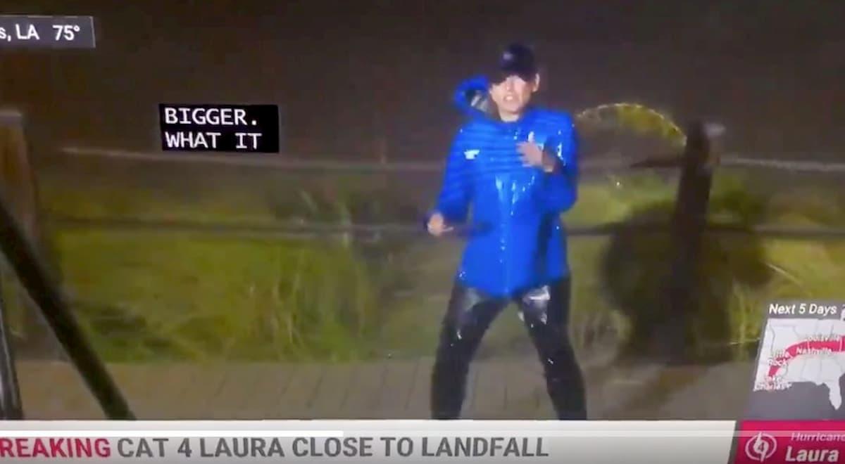 Uragano Laura in Louisiana. Sui social il video della meteorologa travolta dalle raffiche
