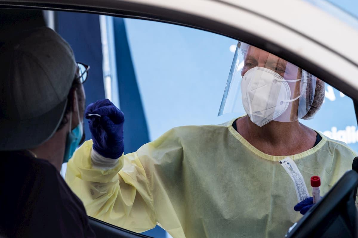"""Coronavirus, boom di casi nel Lazio: 215. Zingaretti: """"Tamponi agli imbarchi dalla Sardegna"""""""