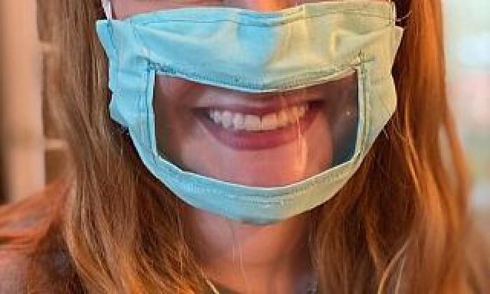 Mascherine trasparenti per i prof