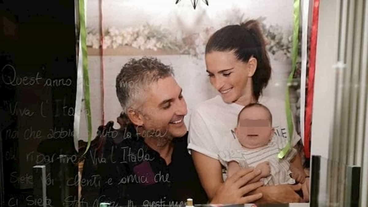 Mattia Maestri in vetrina a Casalpusterlengo con moglie e figlia: la FOTO del paziente 1 di Codogno
