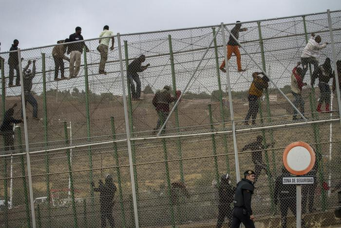 Spagna, muro anti-migranti di 10 metri a Ceuta e Melilla: sarà il più alto del mondo