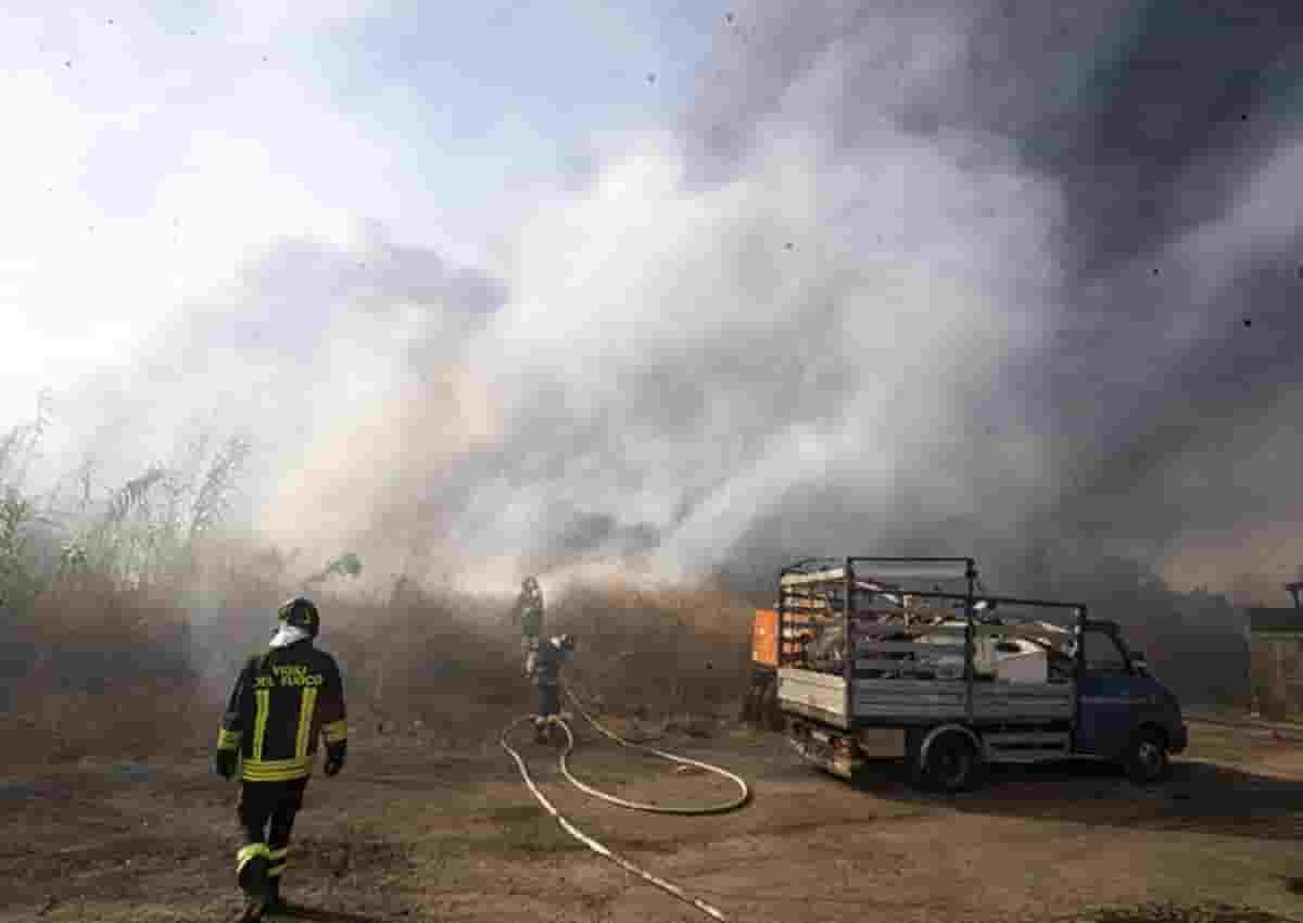 Messina, foto d'archivio Ansa di un incendio