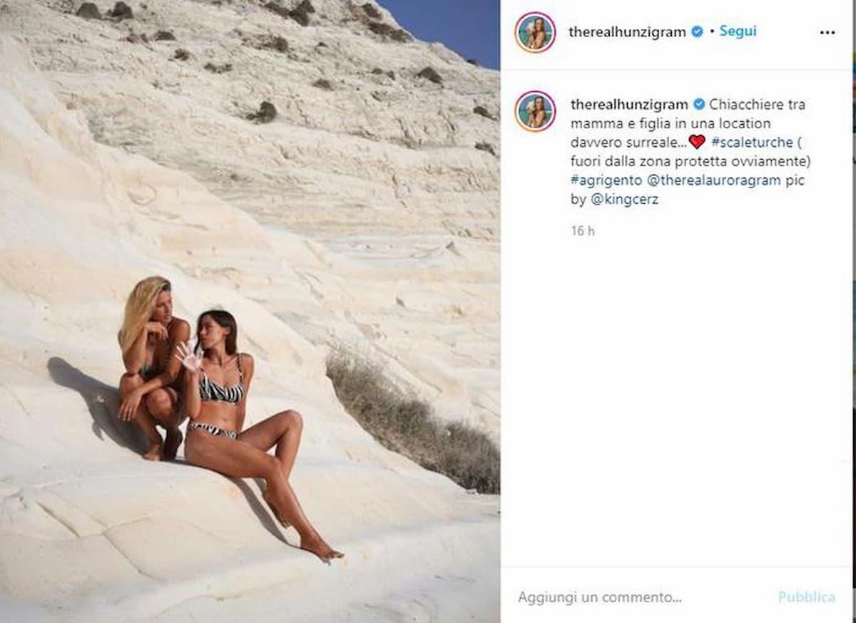 """Michelle Hunziker e Aurora Ramazzotti, polemiche per la foto sulla Scala dei Turchi. """"Area vietata"""""""