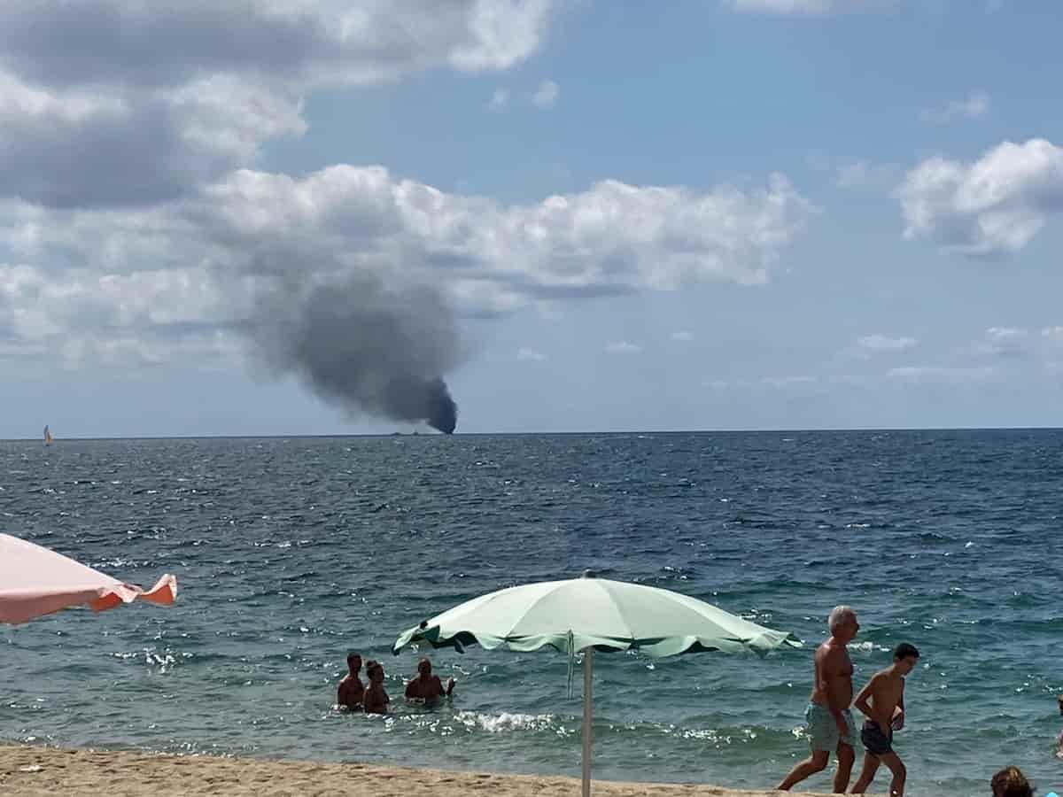 Esplode barca al largo di Crotone