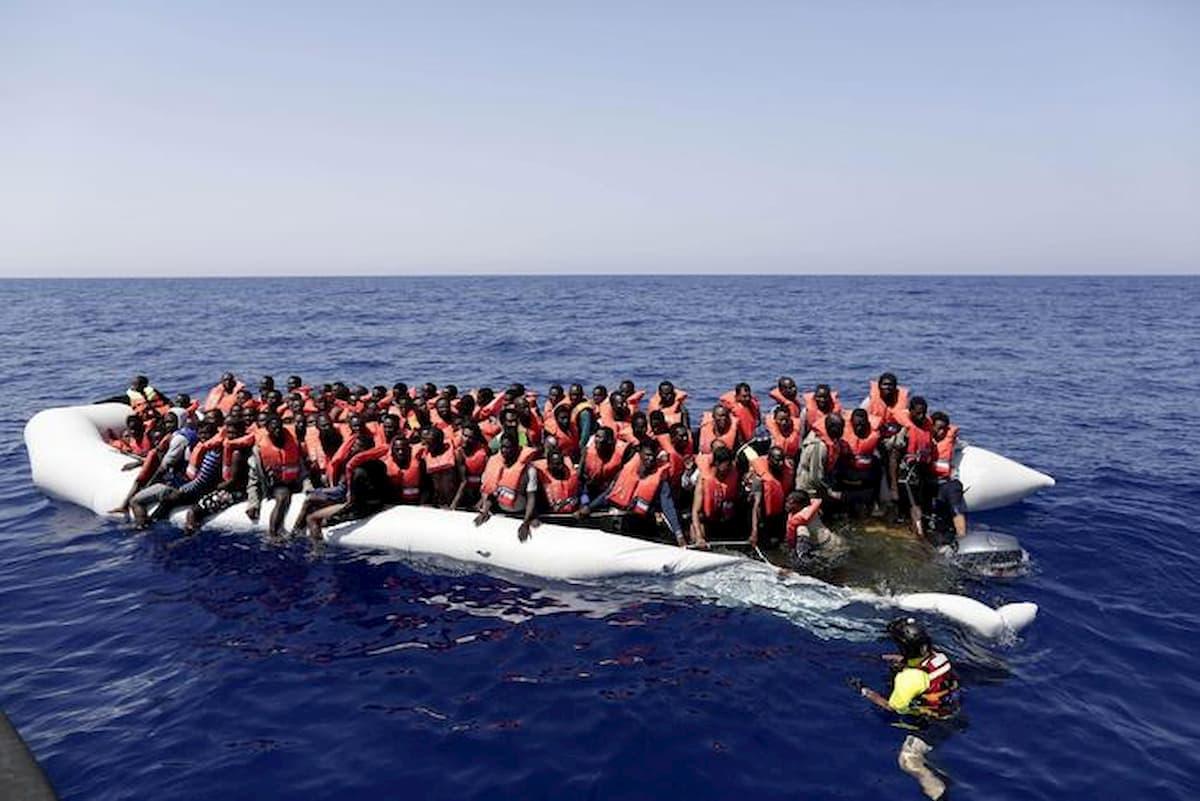 Migranti, naufragio al largo della Libia: almeno 45 morti