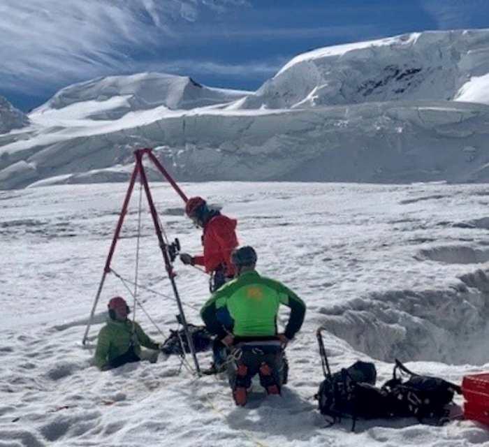 Monte Rosa, sopravvive due giorni in un crepaccio. Salvata per caso, nessuno la cercava
