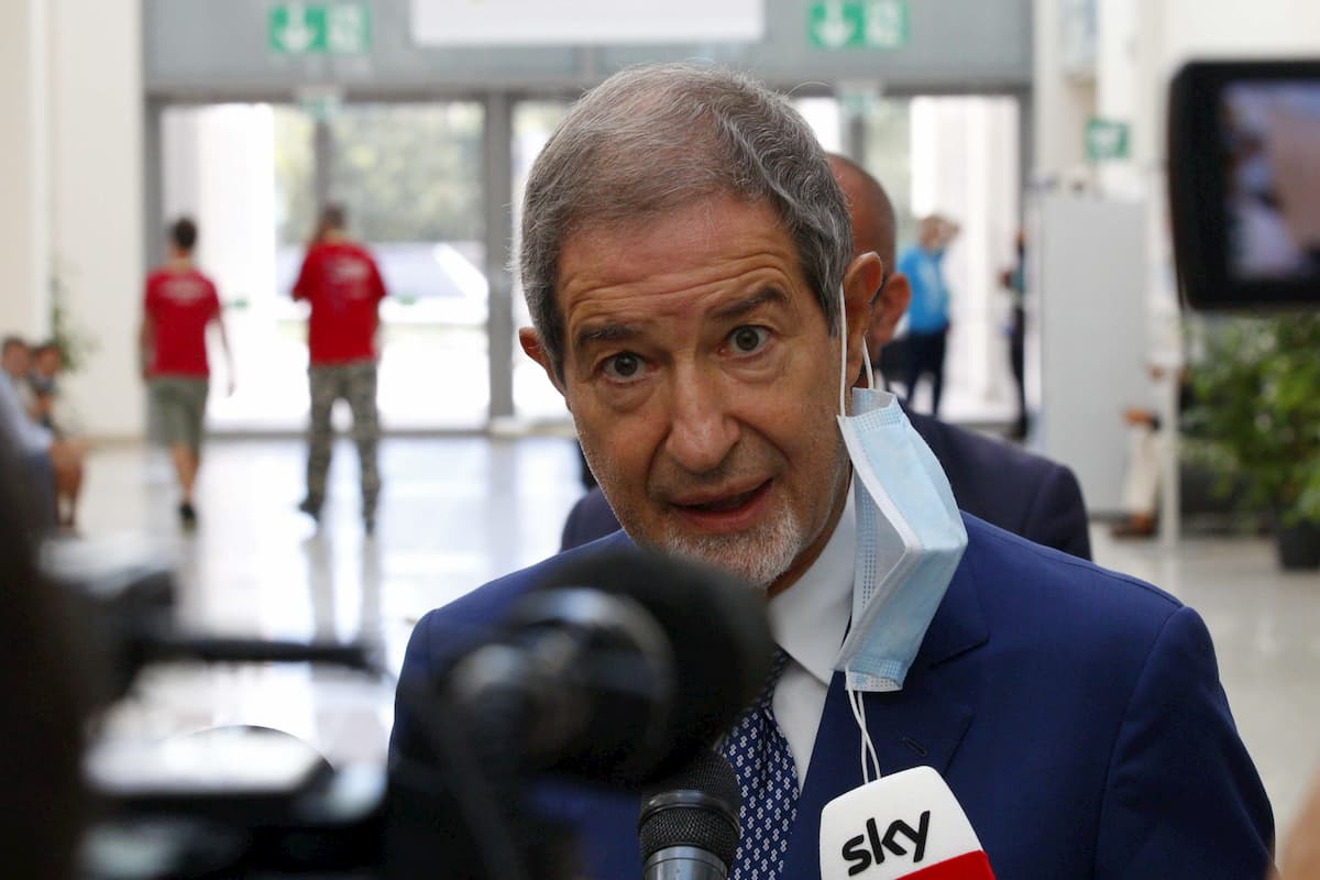 """Migranti, il governatore Musumeci: """"Entro domani tutti via dalla Sicilia"""""""