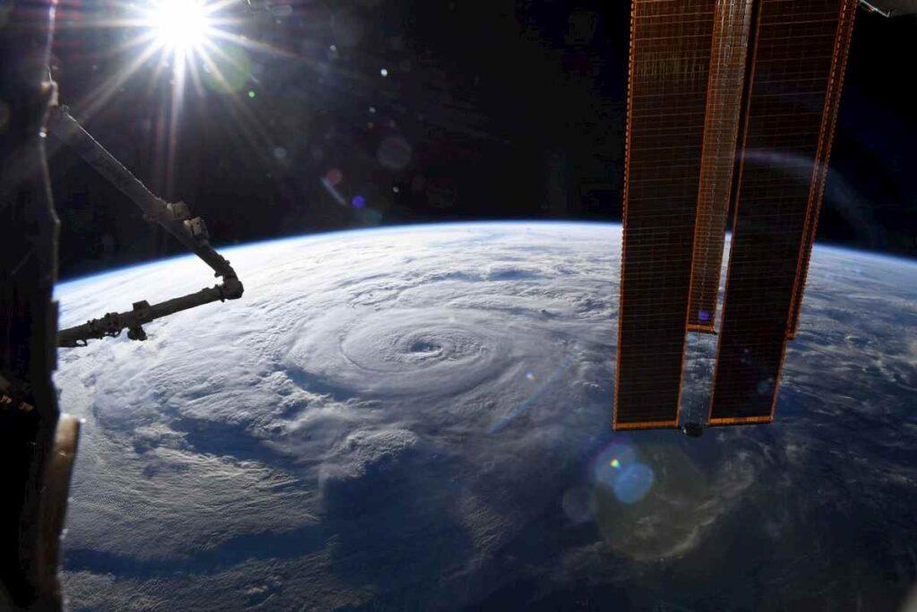 L'uragano Genevieve visto dallo spazio