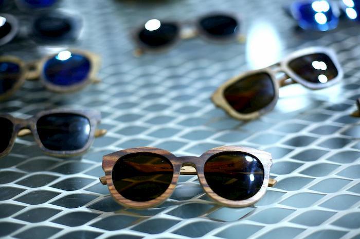 Sugli occhiali da sole più batteri del water. Gli oggetti da non lasciare in auto