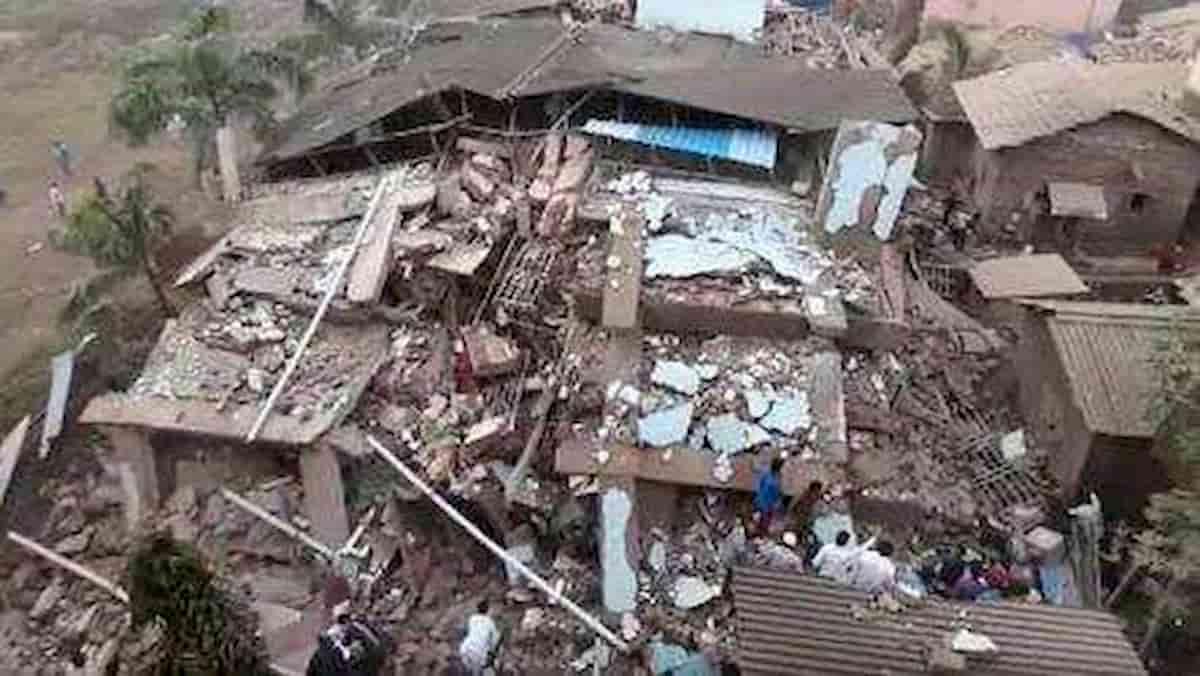 India, crolla un palazzo a Mahad