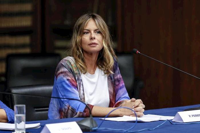 """Porto Rotondo, Paola Perego in ansia per il figlio: """"L'amico Dj è positivo, lui non riesce a fare il tampone"""""""