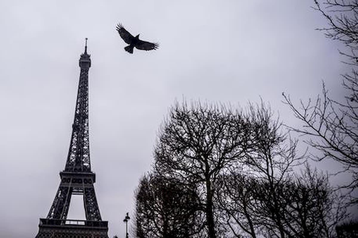 Cadavere di 30 anni fa scoperto in un palazzo di Parigi