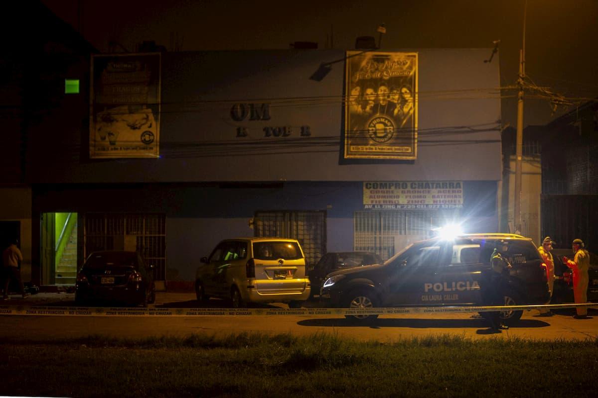 Perù, festa in discoteca nonostante il coprifuoco: 13 morti durante il raid della polizia