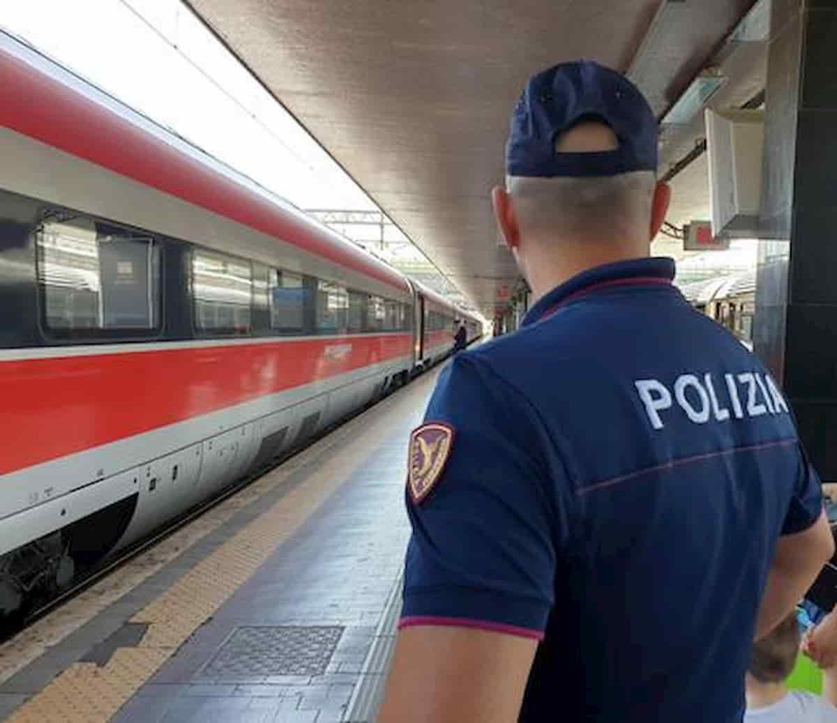 Poliziotto salva anziano colto da infarto
