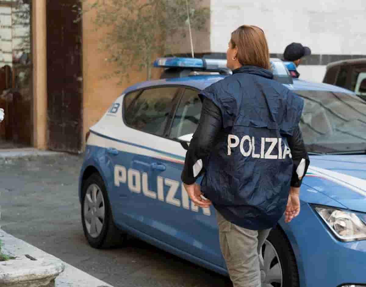 Napoli, spara ai due figli disabili e ne uccide uno