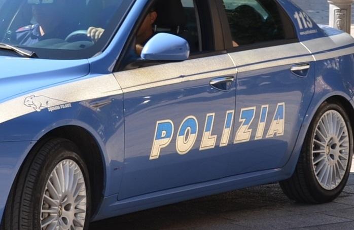 Suicidio in questura a Milano: algerino fermato per un furto si impicca alla grata