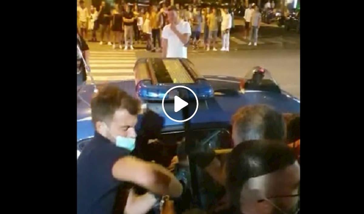 Polizia e forze dell'ordine, il nuovo bersaglio del popolo senza mascherina in Italia