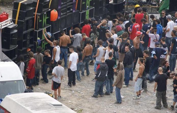 Rave party illegale in un bunker, 25 intossicati da monossidi di carbonio a Oslo
