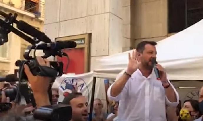 """Salvini ai contestatori: """"Andate a lavorare invece di rompere"""" VIDEO"""