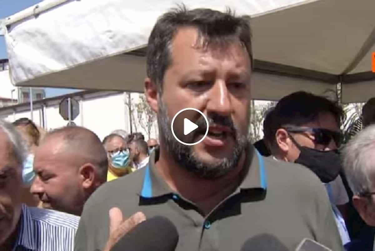 """Salvini: """"Migranti positivi al Covid a spasso per Lampedusa"""" VIDEO Sindaco e prefetto smentiscono"""