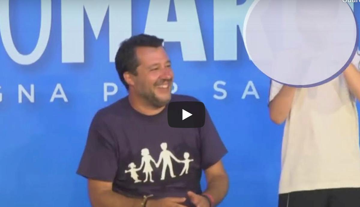 """Salvini invita ragazzino sul palco: """"Se vuoi puoi toglierti la mascherina"""" VIDEO"""