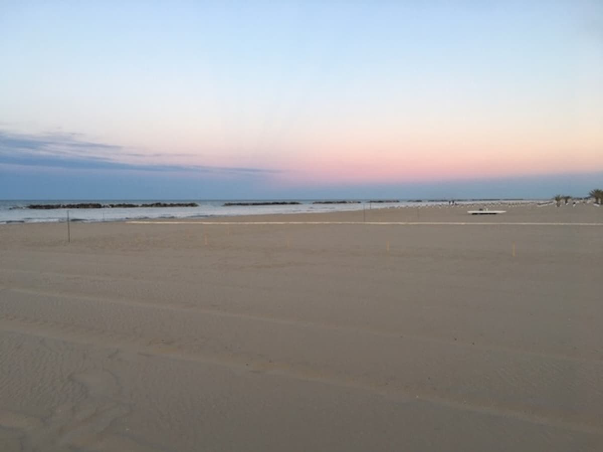 Cadavere di ragazza tra 20 e 30 anni in spiaggia a San Benedetto del Tronto: forse trascinata dalla corrente