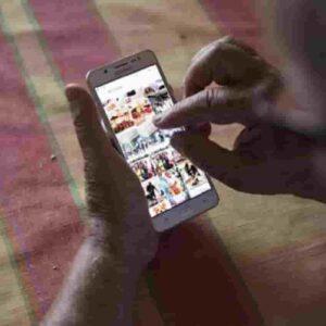 Smartphone, foto d'archivio Ansa
