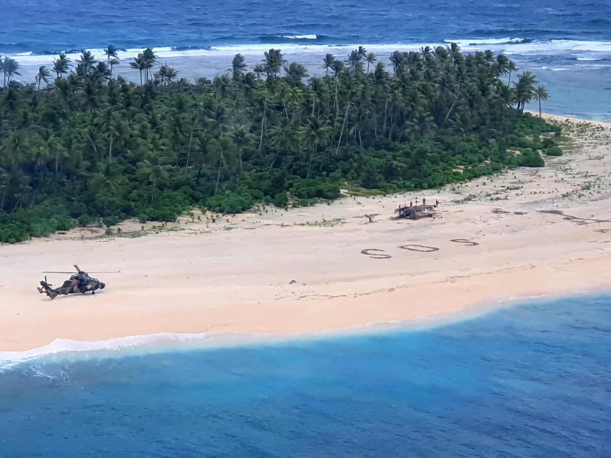 SOS sulla sabbia salva tre naufraghi