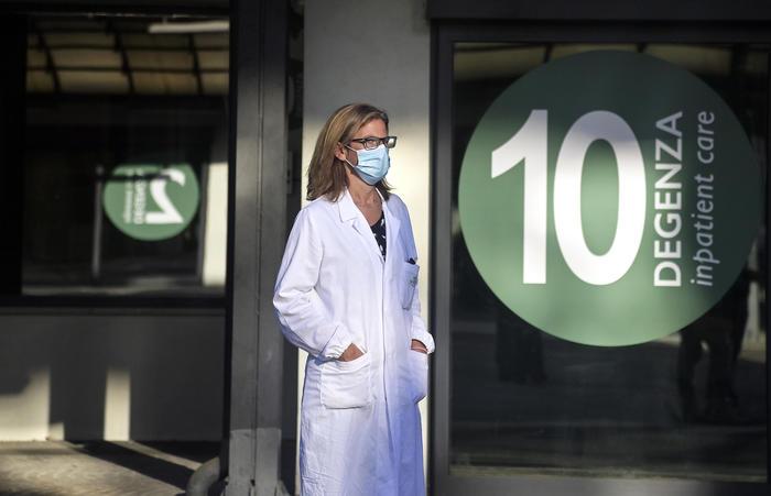 Vaccino Spallanzani, primo volontario è una donna