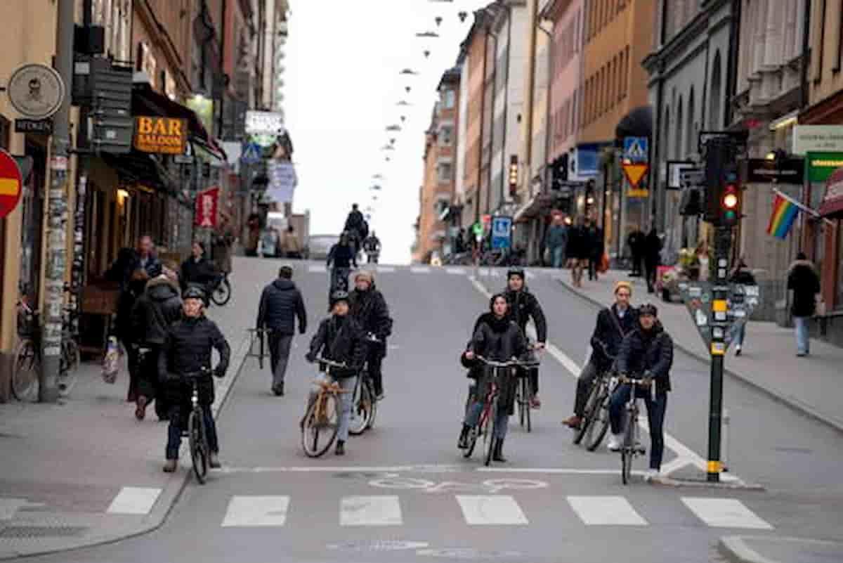 """Svezia sta sconfiggendo il Covid attraverso una """"diffusione controllata"""""""