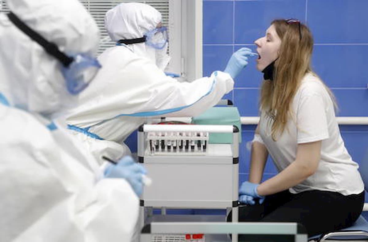 Coronavirus, in Emilia-Romagna tampone obbligatorio per chi rientra da Grecia, Spagna, Malta e Croazia