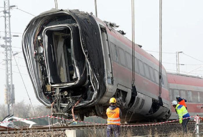Treno deragliato a Carnate (Monza e Brianza): feriti 2 macchinisti