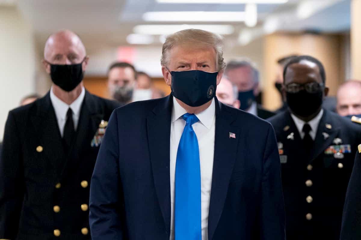 Donald Trump ha minimizzato sul Coronavirus per non creare panico. Ma ha dato alibi ai negazionisti