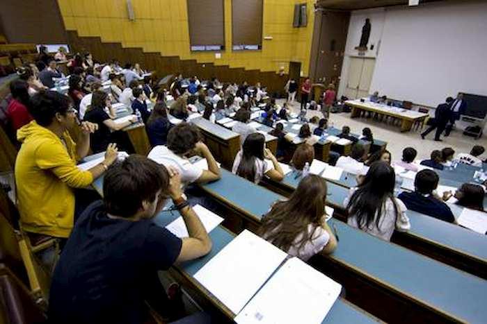 Università riaprono a settembre: aule a capienza dimezzata e mascherine obbligatorie