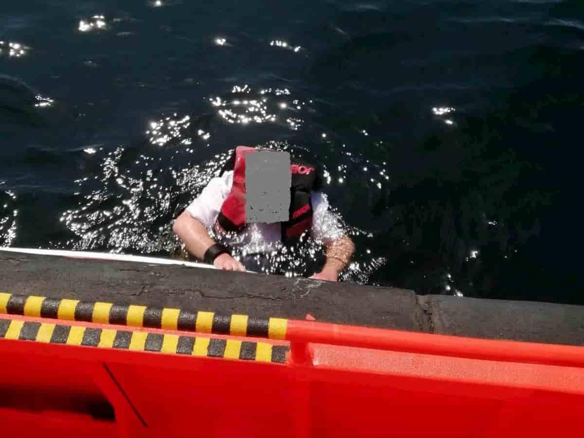 """Uomo trovato in mare: """"Sono caduto 3 giorni fa da una nave da crociera"""""""