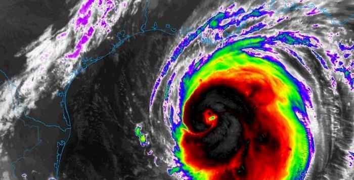 Uragano Laura tocca terra in Louisiana e diventa forza 4. Può essere più devastante di Katrina