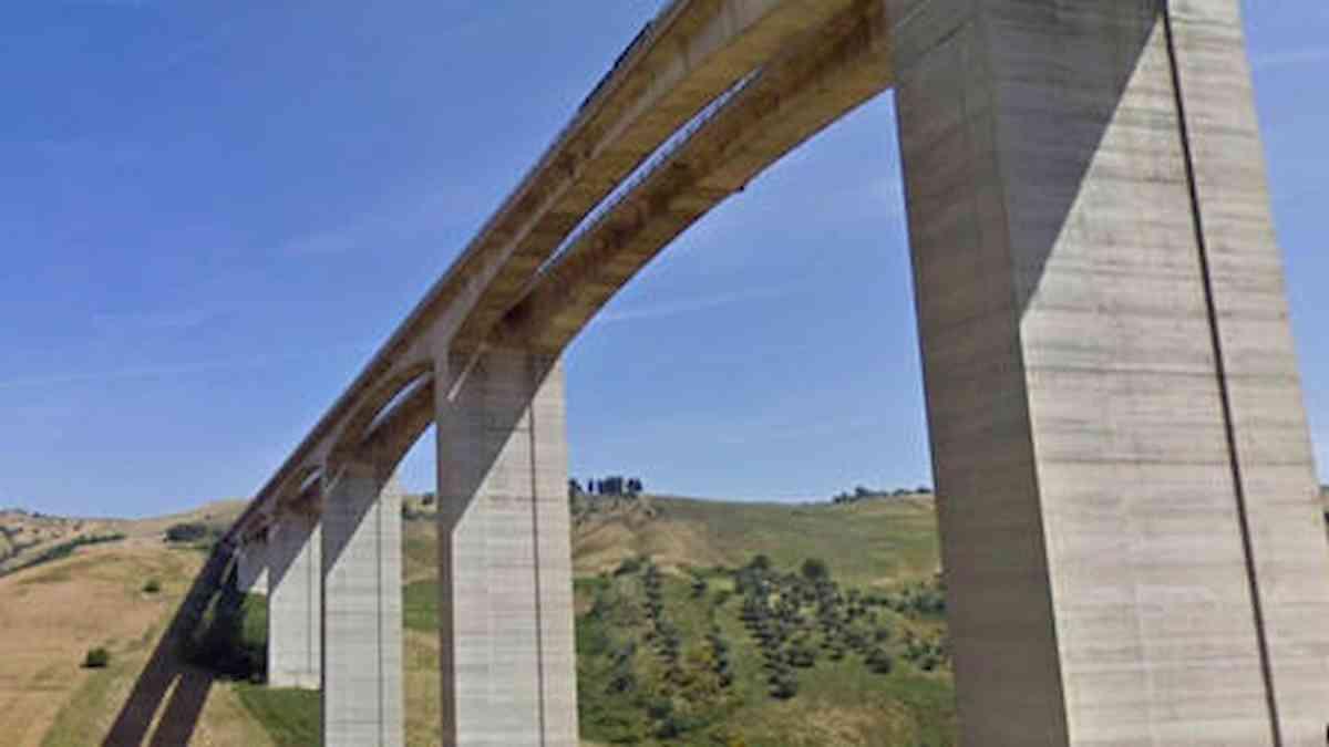 A14, minaccia di buttarsi dal viadotto: chiuso e riaperto tratto tra Pescara Ovest e Atri Pineto