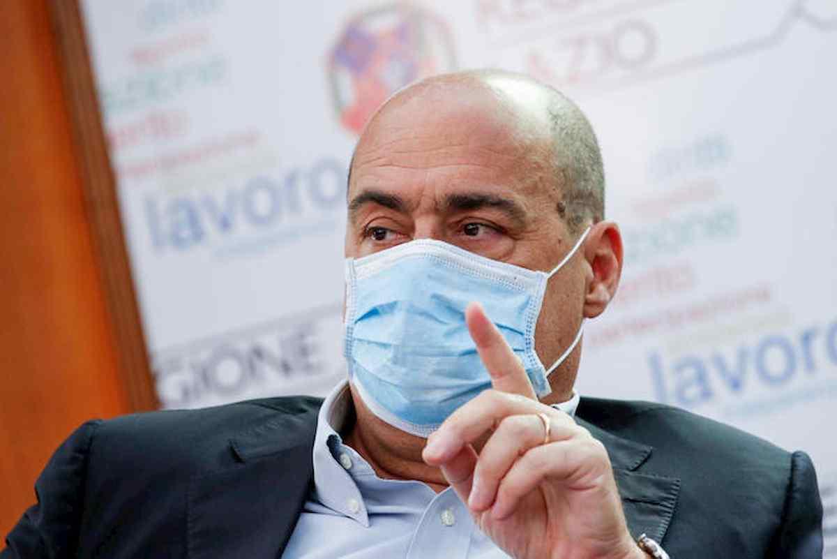 """Coronavirus, Zingaretti all'attacco di Salvini: """"Scellerati tolgono mascherina per farsi pubblicità"""". La risposta dal Papeete"""