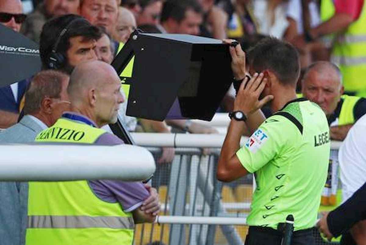 Var annulla due gol al Botafogo, il portiere Gatito Fernández distrugge il monitor con dei calci VIDEO YouTube
