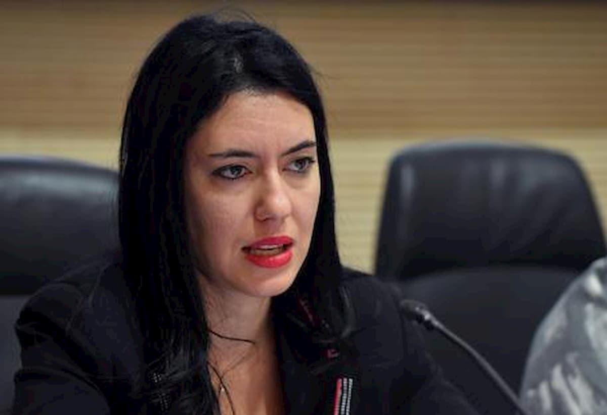 Scuola, una denuncia, ecco come gli insegnanti sono umiliati dalle procedure del Ministero. Nella foto: il ministro Lucia Azzolina