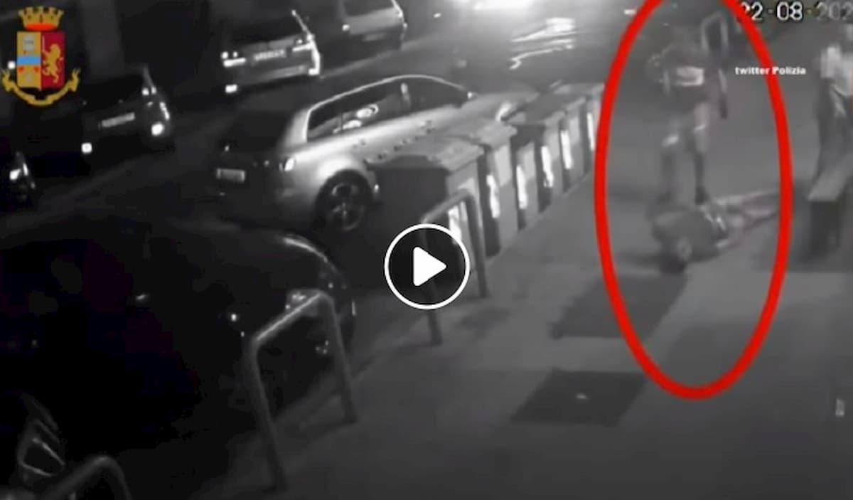 Bari, pestaggio per strada iil 22 agosto: la vittima non dice niente in ospedale e muore dopo 2 giorni VIDEO