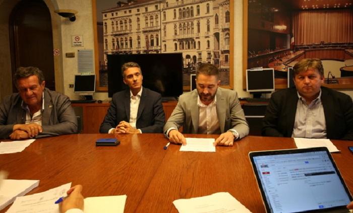 """Regionali Veneto, Andrea Bassi (Fdi) rinuncia: """"Voglio stare con mio figlio"""""""