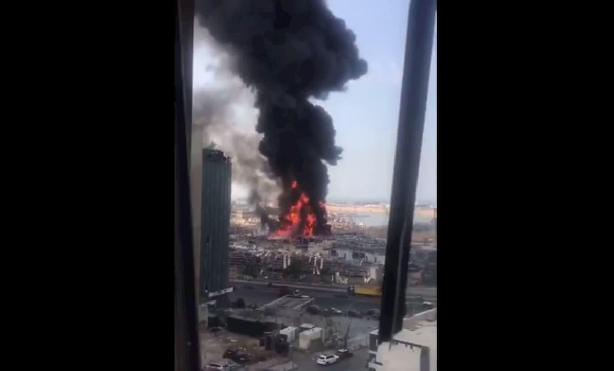 Beirut, nuovo gigantesco incendio al porto