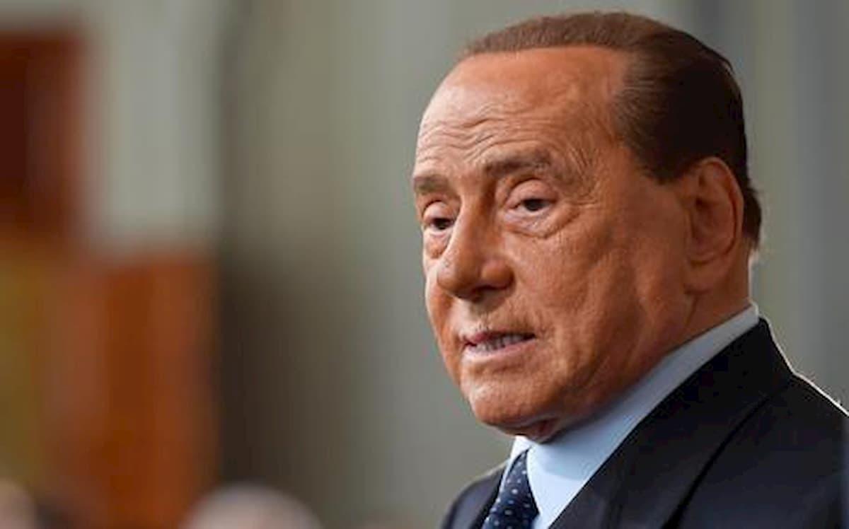 Silvio Berlusconi ricoverato a Milano per coronavirus