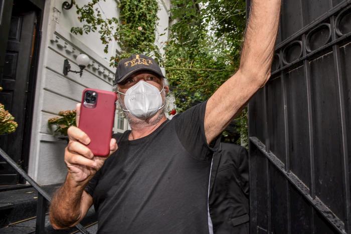 Flavio Briatore è guarito dal coronavirus: è tornato a Montecarlo